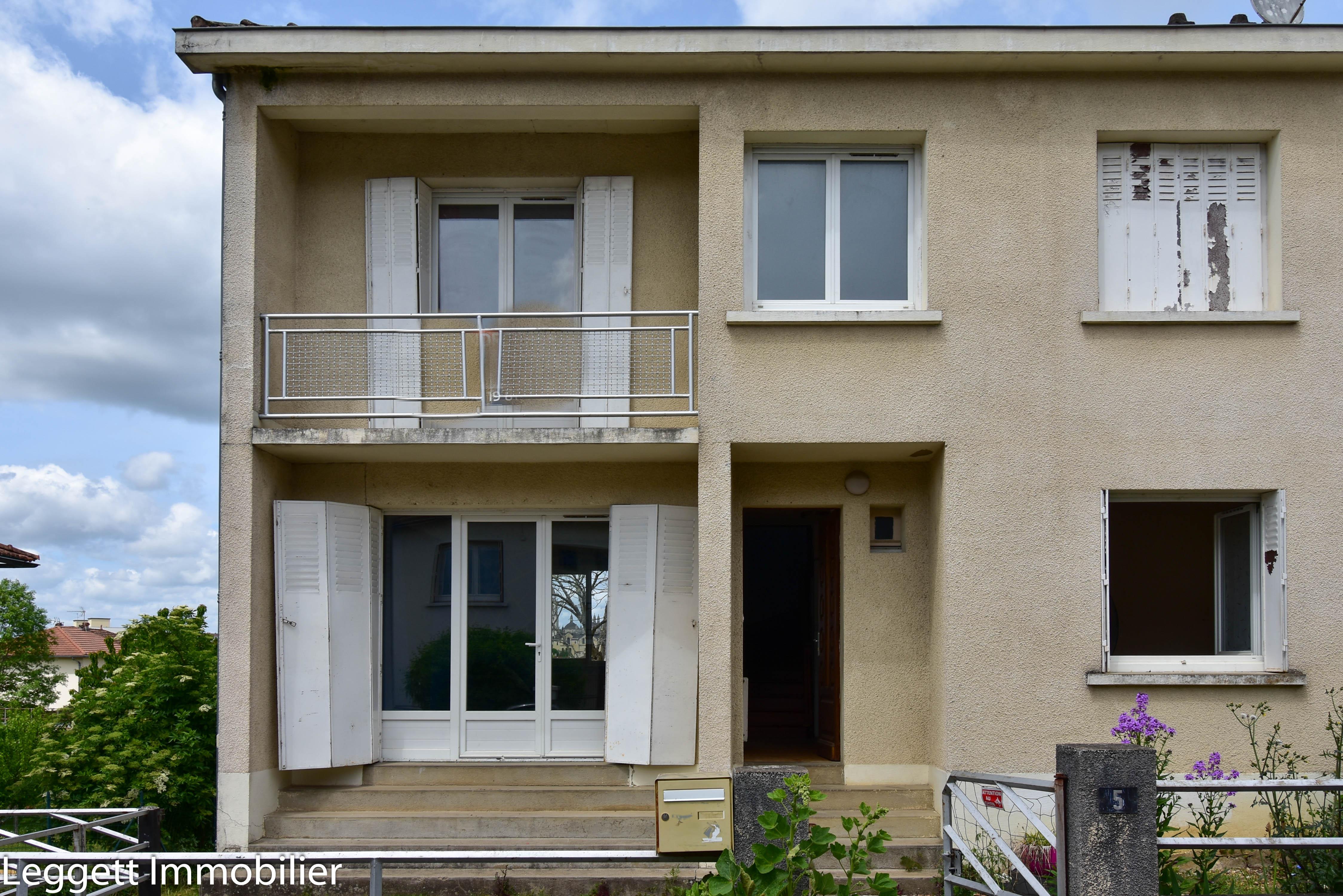 Spacieuse et lumineuse maison jumelée de 5 chambres avec garage, proche du centre-ville de Périgueux